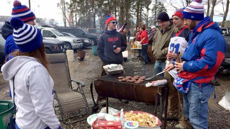 Hundreds of Bills fans found a perfect way to honor Ralph Wilson - with a huge tailgate party at Ralph Wilson Stadium.