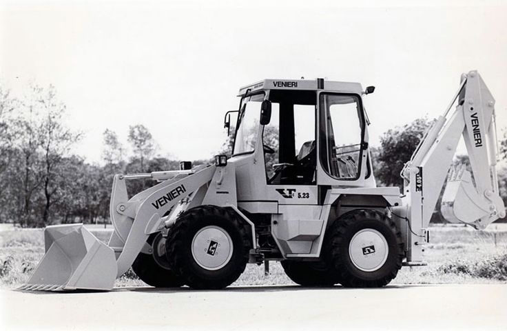 1986 Backhoe loaders are introduced as an evolution of loaders on tyres. Farm tractors are no longer developed.