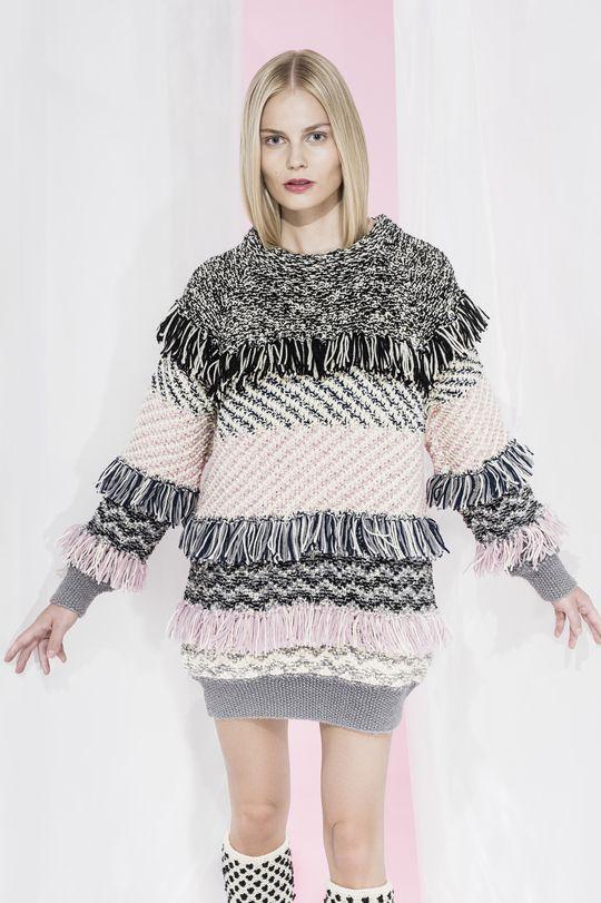 Showy pullover is knitted in moss stitch and fair isle pattern using Novita Nordic Wool yarn. Lovely and rich pullover is embellished with tassels. Design: Noora Niinikoski | https://www.novitaknits.com/en/en | Novita Winter 2015