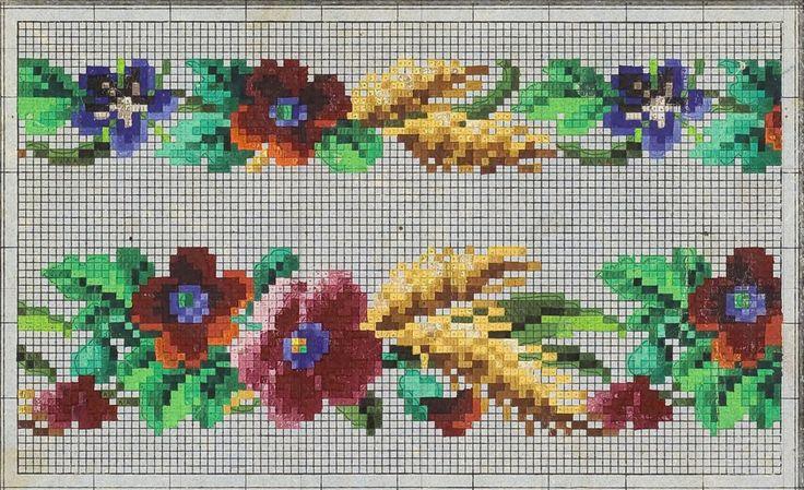 Prelepe stare šeme sa motivom cveća .