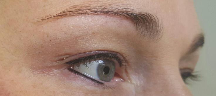 Eyeliner cosmetic tattoo enhancement
