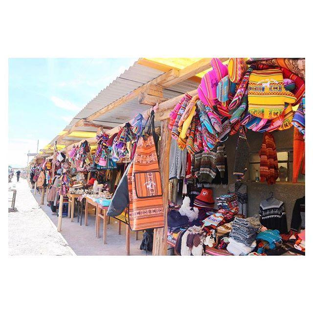 * ウユニ塩湖へ行く前に、マーケットに連れてってもらいました🎶 多分ここ観光客用のマーケットだと思う。笑 アルパカなどの商品がたくさんあった✨ 日本の10分の1くらいの価格だからついつい買いすぎちゃうけど、わたしは現金があまり無かったので買えませんでした😭 (マチュピチュ村レストランでの過去の投稿を参照ください😭笑) . #Colchani #market #コルチャニ村 #マーケット #ウユニ #uyuni #Bolivia #ボリビア #🇧🇴 #南米 #南アメリカ #南米一人旅 #一人旅 #ひとり旅 #海外旅行 #travel #タビジョ #my_eosm10 by saori.vvv. タビジョ #uyuni #南アメリカ #colchani #南米一人旅 #travel #my_eosm10 #ひとり旅 #コルチャニ村 #ボリビア #bolivia #🇧🇴 #ウユニ #マーケット #海外旅行 #南米 #market #一人旅 #TagsForLikes #TagsForLikesApp #TFLers #tweegram #photooftheday…
