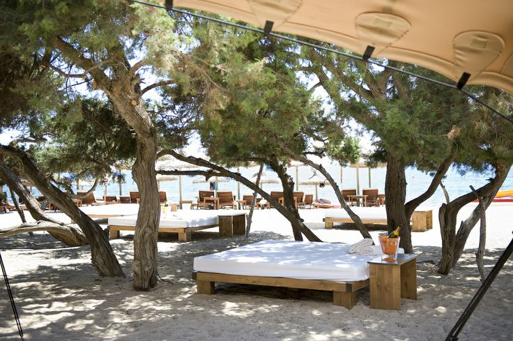 South Beach Club. Day Beds.