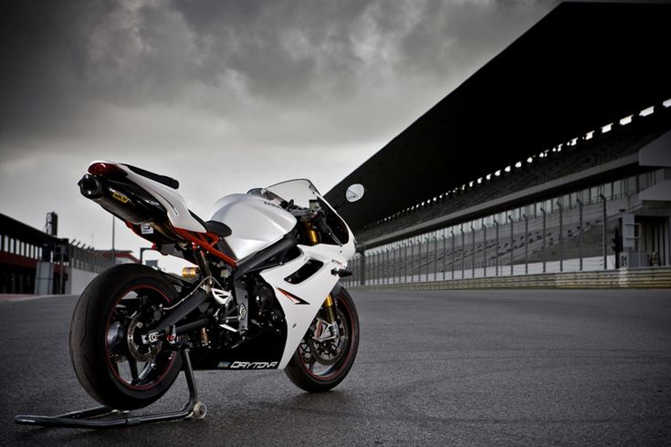 2013 Triumph Daytona 675R Debuted at The EICMA Motorcycle Show. #sportbike