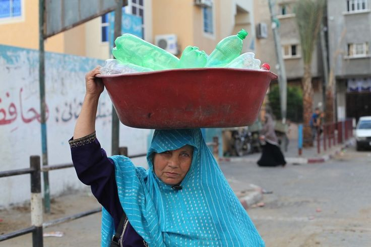 David Cronin Rights and Accountability 18 March 2016 A woman searches for water after Israel bombed her home during its 2014 attack on Gaza. Ezz ZanounAPA imagesAt first glance, the nature of … http://winstonclose.me/2016/03/19/water-apartheid-in-gaza-and-flint-written-by-david-cronin/