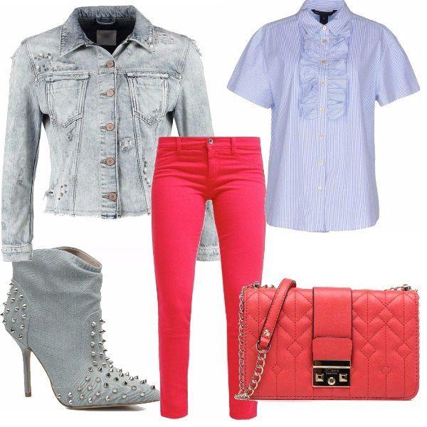 Inizia quasi da scolaretta questo look, jeans semplici e colorati e camicetta bon ton con rouches... poi arrivano la giacca le scarpe dal gusto rock, con tanto di borchie, e il look da brava ragazza si trasforma... la tracollina sta nel mezzo dei due stili...