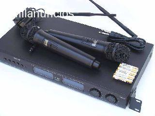 Microfonos profesionales inalambricos StarSMaker AU-8002 sistema profesional de microfonos inalambricos uhf,2 micr�fonos individuales inal�mbricos para utilizar individualmente.micr�fonos con pantalla de indicador led y b�squeda de frecuencias.2x99 cana