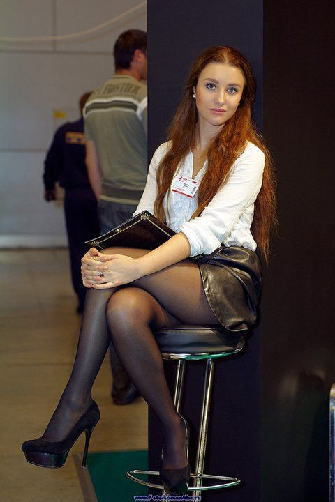 pingl par crossed Legs sur Crossed legs and miniskirt