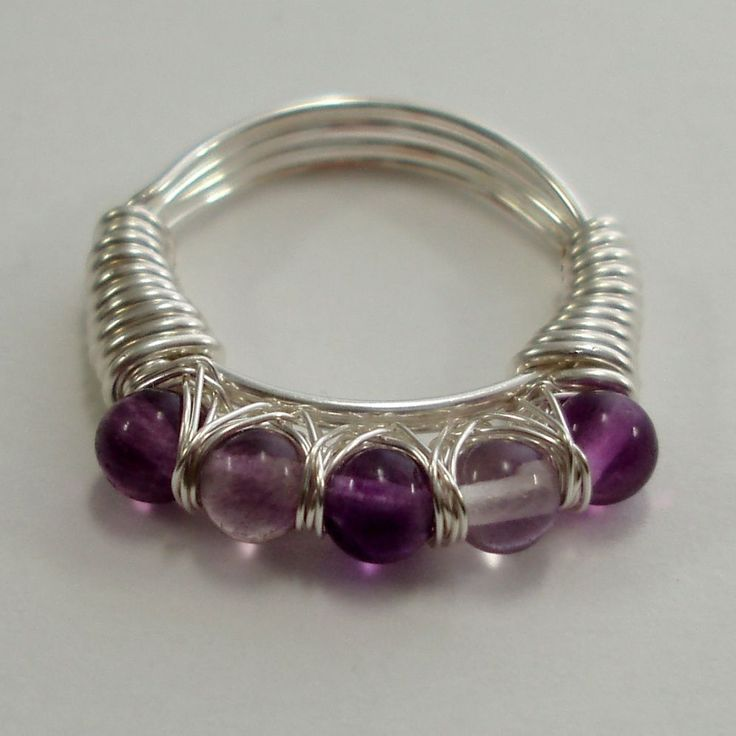 DIY jewelry tutorials - very inexpensive (some are free, others only a few dollars) Beautiful designs!