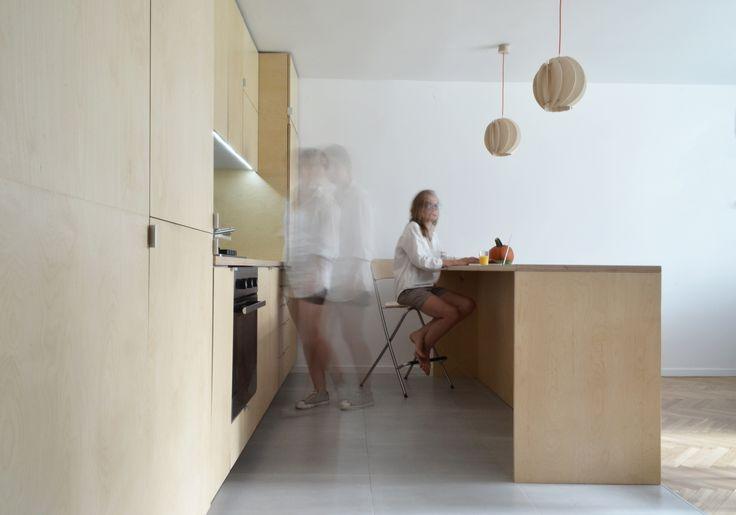 minimalistyczne wnętrze kuchni z lampami SEAN nad ladą
