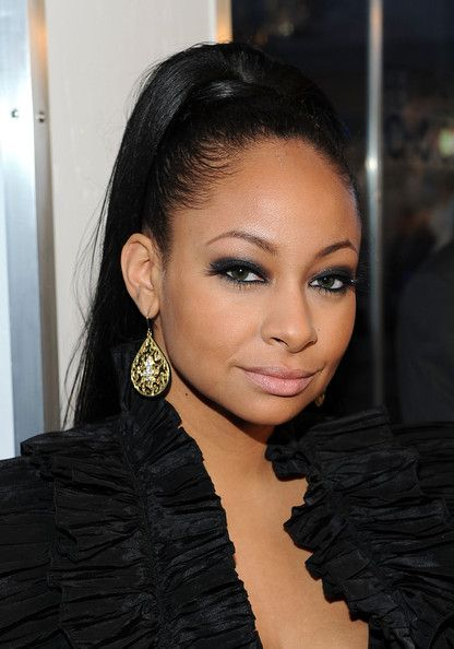 RavenSymone in 2011 Peoples Choice Awards  Red Carpet