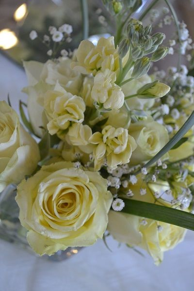 Beautiful yellow rose center pice