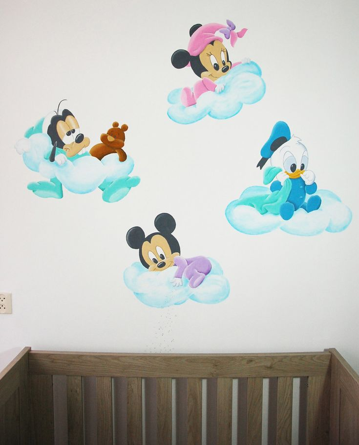 baby disney wandschildering: Minnie Mouse, Goofy, Donald Duck en Mickey Mouse.
