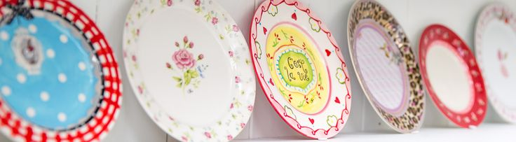 Cake plate available at www.lotsofballoons.com