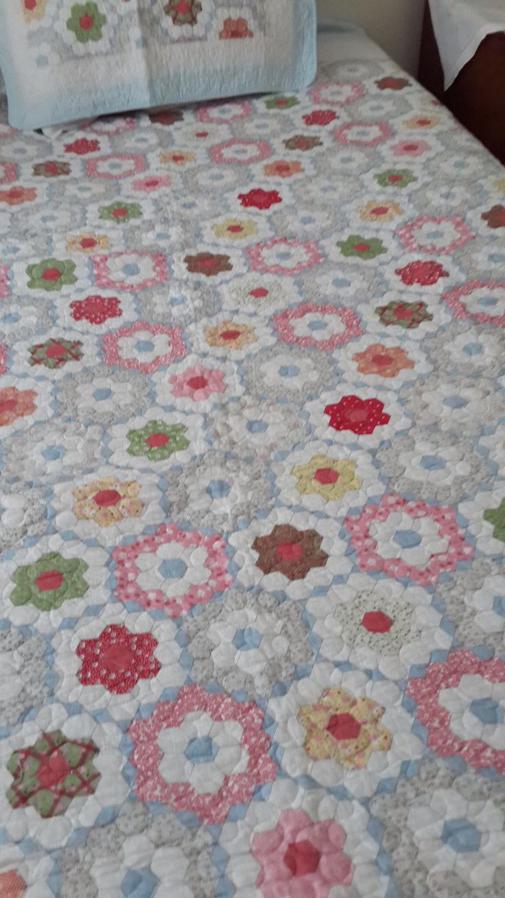 Patchwork bed sheets patterns - Pink Quilts