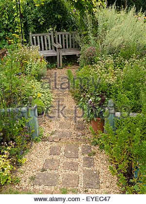 small-english-cottage-garden-with-paved-and-gravel-path-borders-and-eyec47.jpg (300×420)