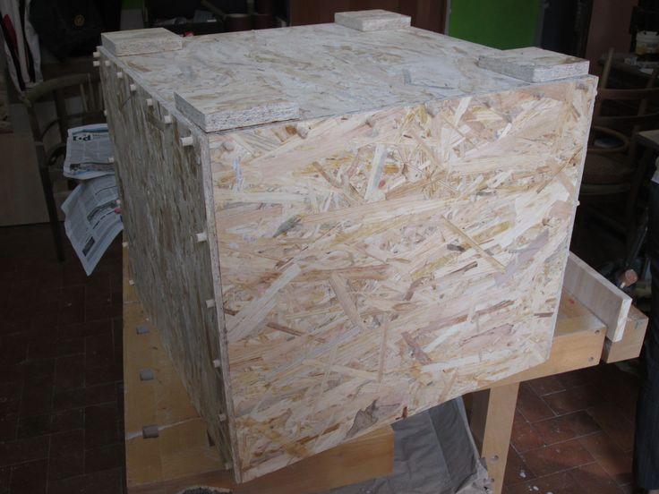 Cubo seduta-contenitore in legno: spinatura