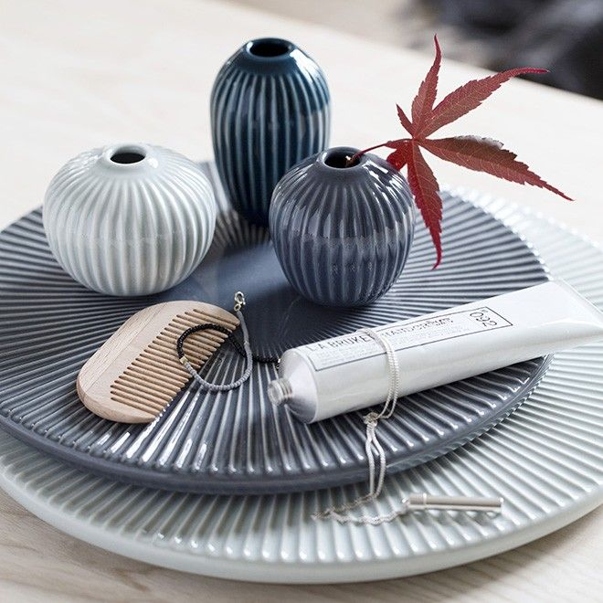 The elegant Hammershøi platters are designed with two small hidden holes at the back so, when not in use, they can be used as classic wall mounts. The beautiful, historical furrows create tranquility and harmony when the light sparkles on the beautiful anthracite surface. Like the other items in the Hammershøi range, the platter has been designed by Hans-Christian Bauer in collaboration with Kähler Design.