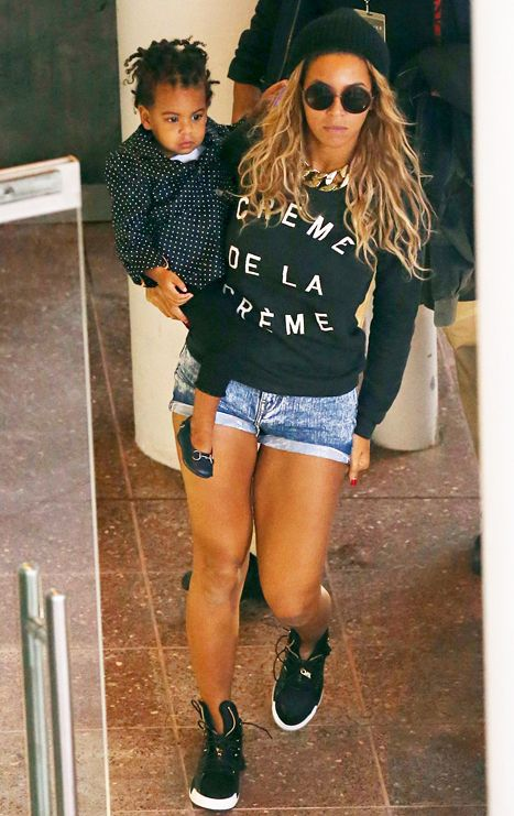 Beyonce and Blue Ivy wear black & white in Melbourne
