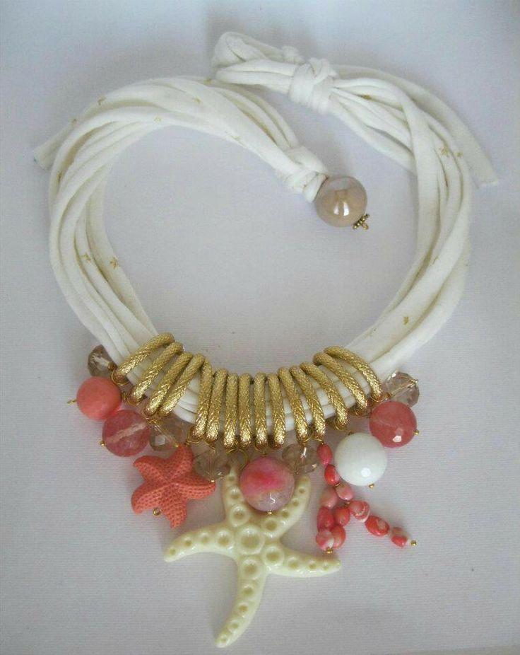 Collana di fettuccia con agata, pasta di corallo, corallo bambù, quarzo crash e resina. Notedizucchero.blogspot.com