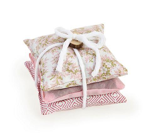 Popular Drei hangen hte Mottenschutz Kissen in Rosa mit Lavendel gef llt u jetzt bei Servus am