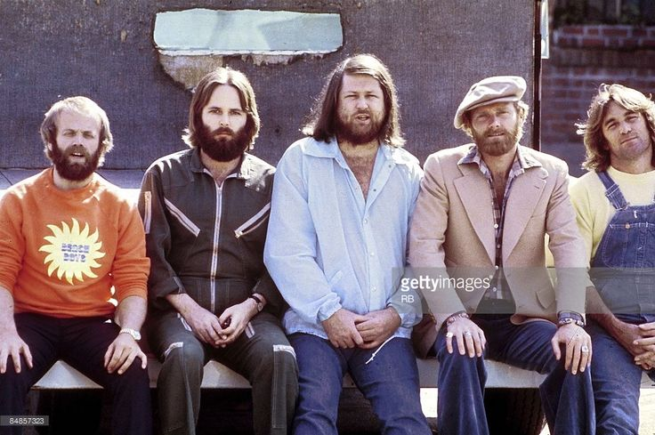 Photo of Mike LOVE and Carl WILSON and Al JARDINE and Brian WILSON and BEACH BOYS and Dennis WILSON; Posed group portrait - L-R: Al Jardine, Carl Wilson, Brian Wilson, Mike Love, Dennis Wilson,
