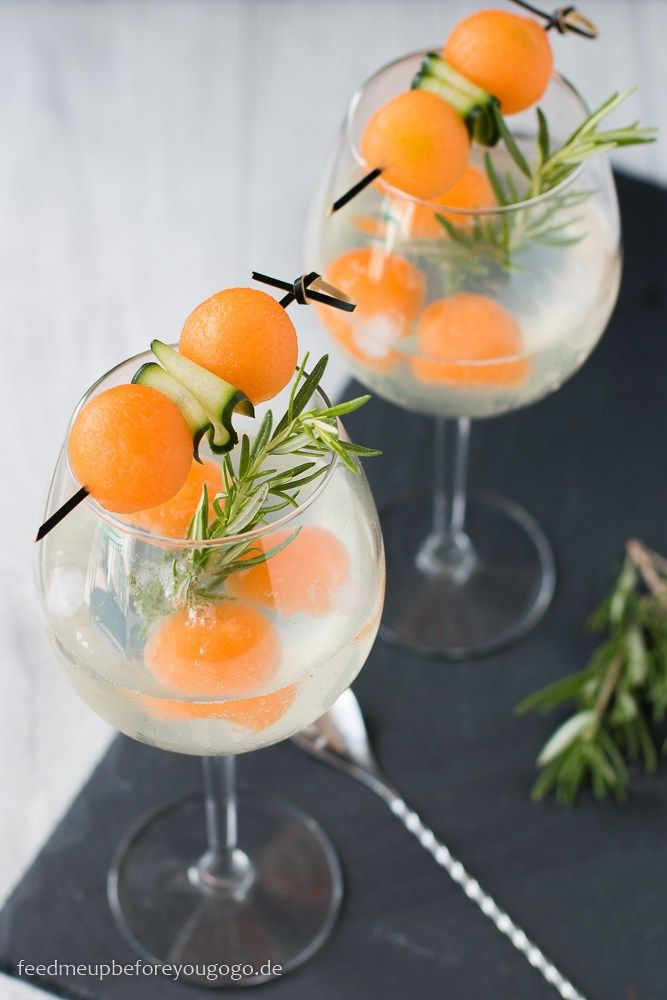 Gin & Tonic mit Gin Mare, Melone und Gurke Rezept / Melon & cucumber Gin & Tonic // Feed me up before you go-go
