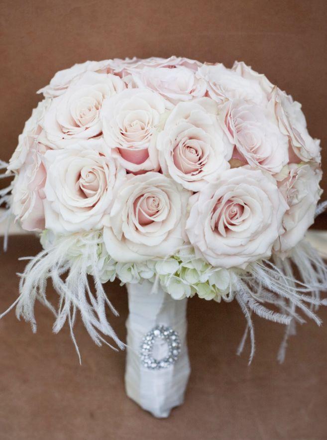 To see more fabulous wedding flower ideas: http://www.modwedding.com/2014/11/04/swooning-fabulous-wedding-flower-ideas-heavenly-blooms-part-ii/  #wedding #weddings #bridal_bouquet photo: Jo Distaso