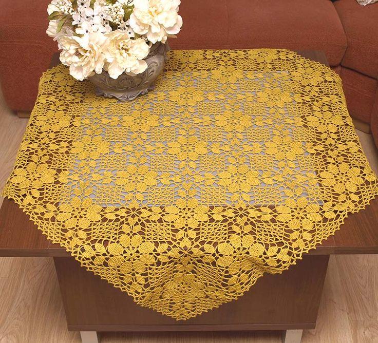 Serweta koronkowa w kolorze złotym, wykonana na szydełku.