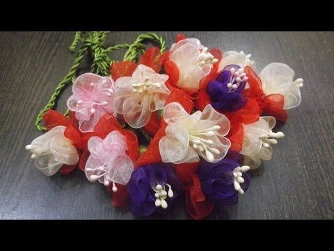 D.I.Y. Organza Fuchsia Flower Slings / Charms Tutorial - YouTube heel erg snelle bloemetjes op een simpele manier!