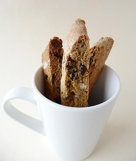 Fig and Walnut Biscotti | via Brown Eyed Baker