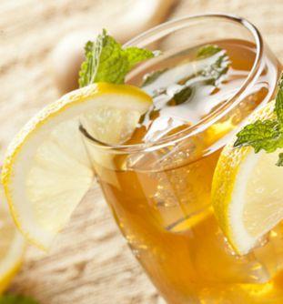 Que tal aprender a fazer o famoso mate carioca? Além de ser uma delícia, é refrescante e uma opção de bebida saudável.