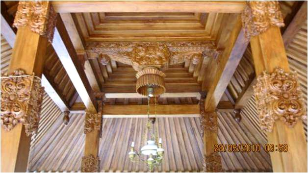 Minimalist House Design Idea from Central Java Indonesia for Carving Poles