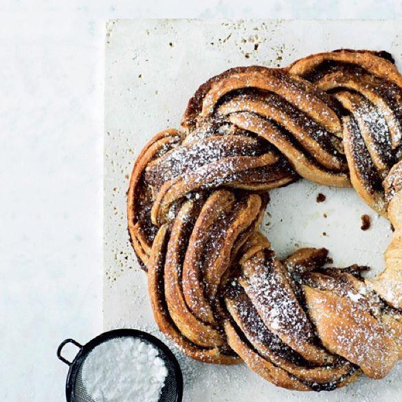 Snup en sund snegl på vej ud ad døren, eller nyd en klassisk snasket kanelsnegl til kaffen. På www.boligliv.dk får du fire søde, sunde og mættende varianter til enhver lejlighed  Af: @lone_kjaer Foto: @tiaborgsmidt #boligliv
