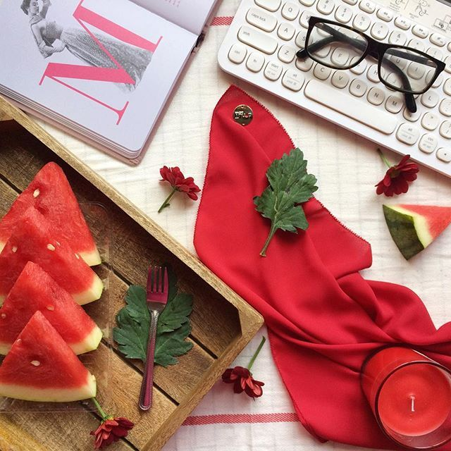 Mmmm, delicious, yummy melons to stary a Monday morning. Today's scarf of the day features this bright right beauty: the Watermelon Georgette range. Suitable for a bold look, this scarf is a must have for every red lover! Grab yours at donutscarves.com -  #scarves #hijab #donutscarves #donutscarvesmalaysia #donutscarvesgeorgette #watermelon #flatlay