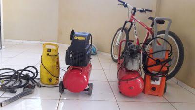 Menores são apreendidos em Uruará após furtarem 2 compressores de ar e uma lavadora de alta pressão. Saiba mais lendo o nosso blog http://gazetauruara.blogspot.com.br/2016/05/policia-civil-de-uruara-pa-recupera.html