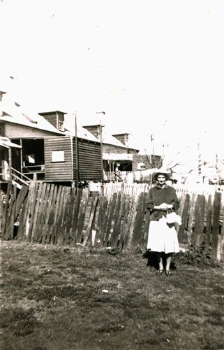 Backyards of houses on Brisbane Street, West Ipswich, mid 1950s