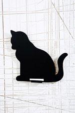 Tafel in Katzenform bei Urban Outfitters
