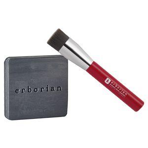 Un Pinceau Cleansing Brush : Composé de poils synthétiques imprégnés à la poudre de charbon, connu pour ses propri