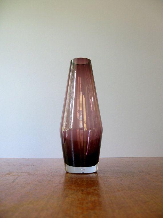 Vintage Riihimaki / Riihimaen Finland Amethyst Glass Vase by luola