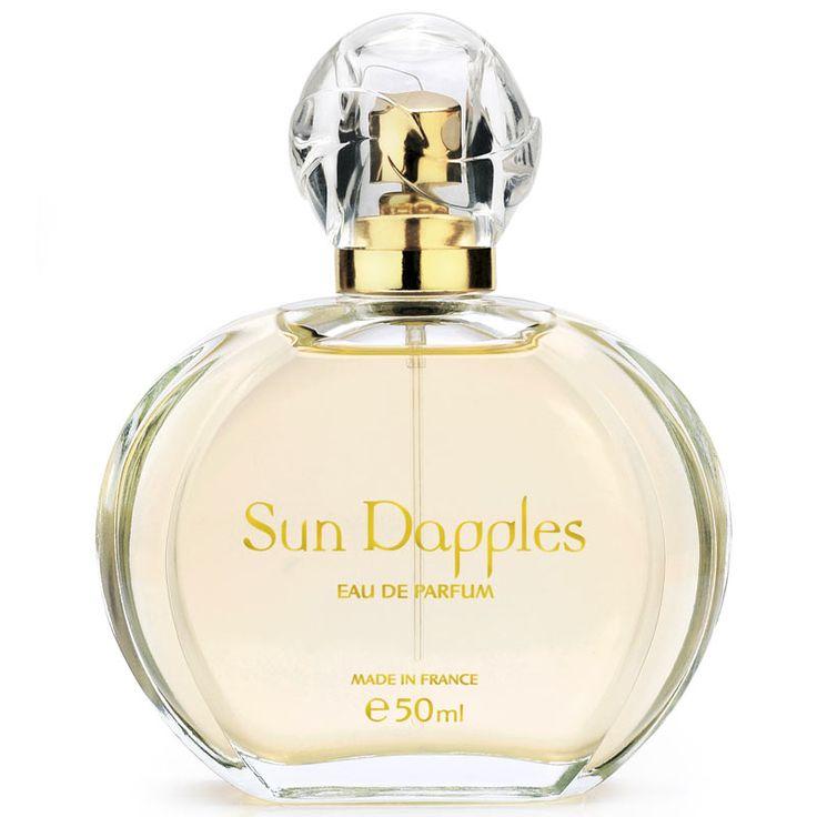 Eau de Parfum SUN DAPPLES™ | Amway Una combinación de notas afrutadas al inicio con un corazón floral, para mujeres que disfrutan de la libertad y la aventura, alegres y seguras de sí mismas.  www.amway.es/user/beatrizrodriguez