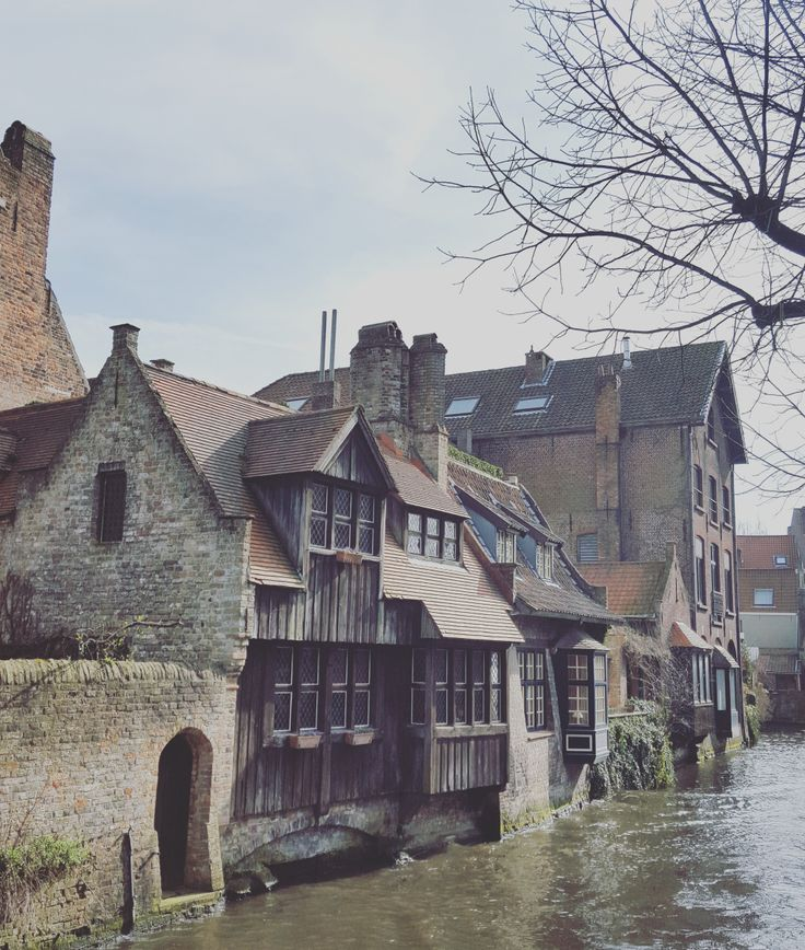 Last weekend I was in Brugge. Although I planned for a relaxing weekend, it turned into more of a heavy eating and drinking marathon. Brugge almost broke me. It hurt so good, I loved every second! …