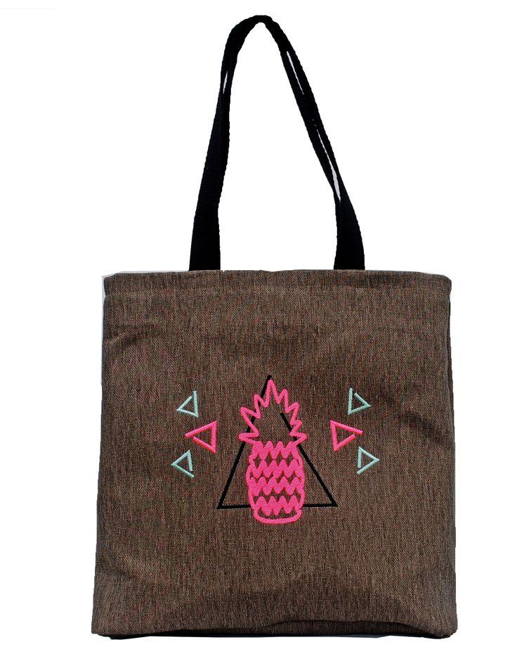 Bolso de lona reforzada, bordado ananá, bolsillo interno, correas de soga, cierre en la boca. 20%OFF. https://www.facebook.com/samthing.tienda