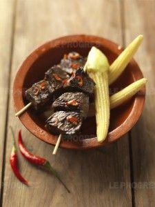 Brochettes péruviennes de cœur de boeuf ou Anticuchos peruanos - Pérou en France