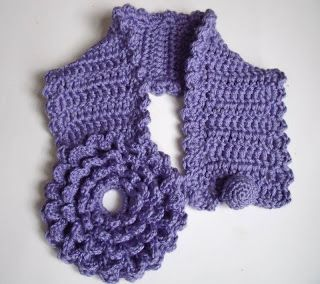 Innovart in crochet: crochet Crochet scarf or neck warmer with a large crochet flower closure