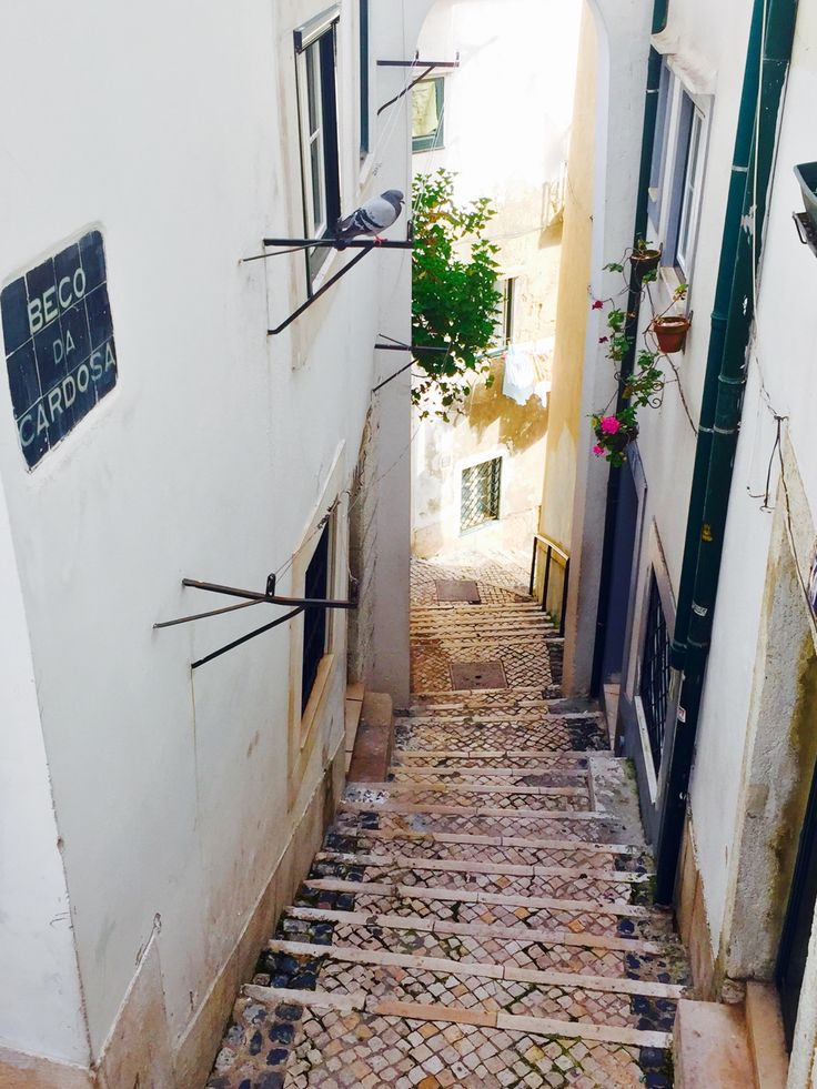 Alfama, Lisbon | Portugal (by Nacho Coca) Find me on Instagram