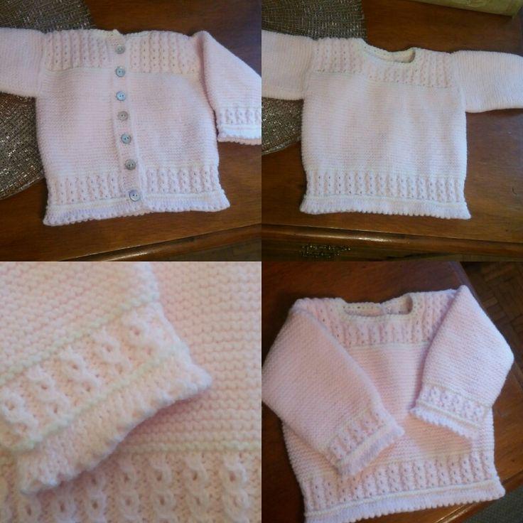 Jersey para 3 meses. Tricot en rosa y blanco. Botones de nacar. Lazos en los hombros opcionales.
