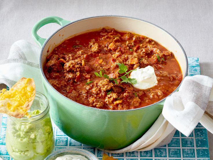 Scharfmacher für lange Nächte: Dieses Chili con Carne-Rezept eignet sich perfekt als Partysuppe. Und so geht's Schritt für Schritt!