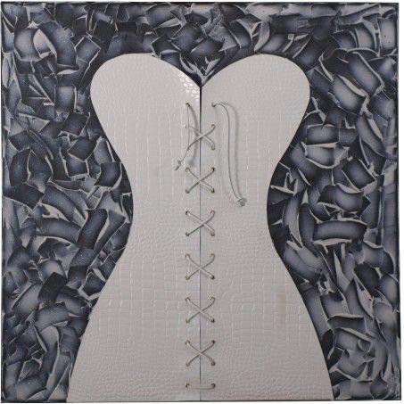 LE BUSTIER. ll quadro raffigura un elegante corsetto bianco in cuoio stampato coccodrillo. L'intreccio centrale, accuratamente cucito a mano, lo rende molto sensuale e raffinato. Autrice: Franca Violin