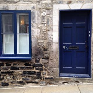 When a lovely blue door had 9 1/2 scrawled on its side. | 21 Times Old Quebec City Was Too Beautifully Quaint For Its Own Good